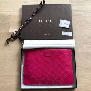 GUCCI NEW limited pink leather envelope clutch